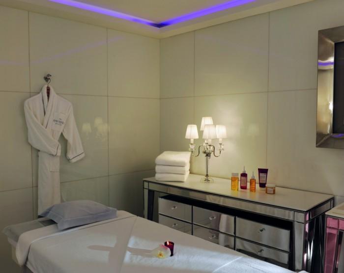 inside the clarins spa at le royal monceau paris. Black Bedroom Furniture Sets. Home Design Ideas
