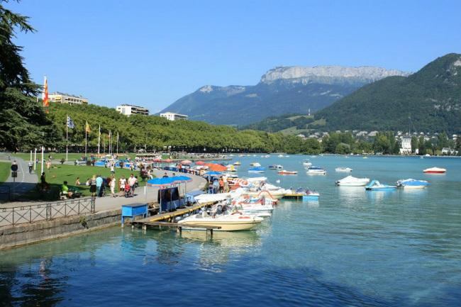 Annecy's beautiful lake