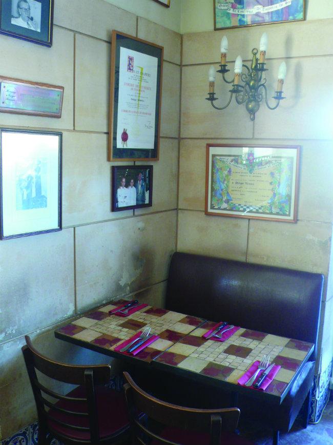 Simenons corner at the Taverne Henri IV