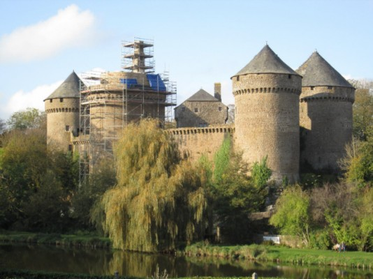 Roof restoration of a 15th century chateau