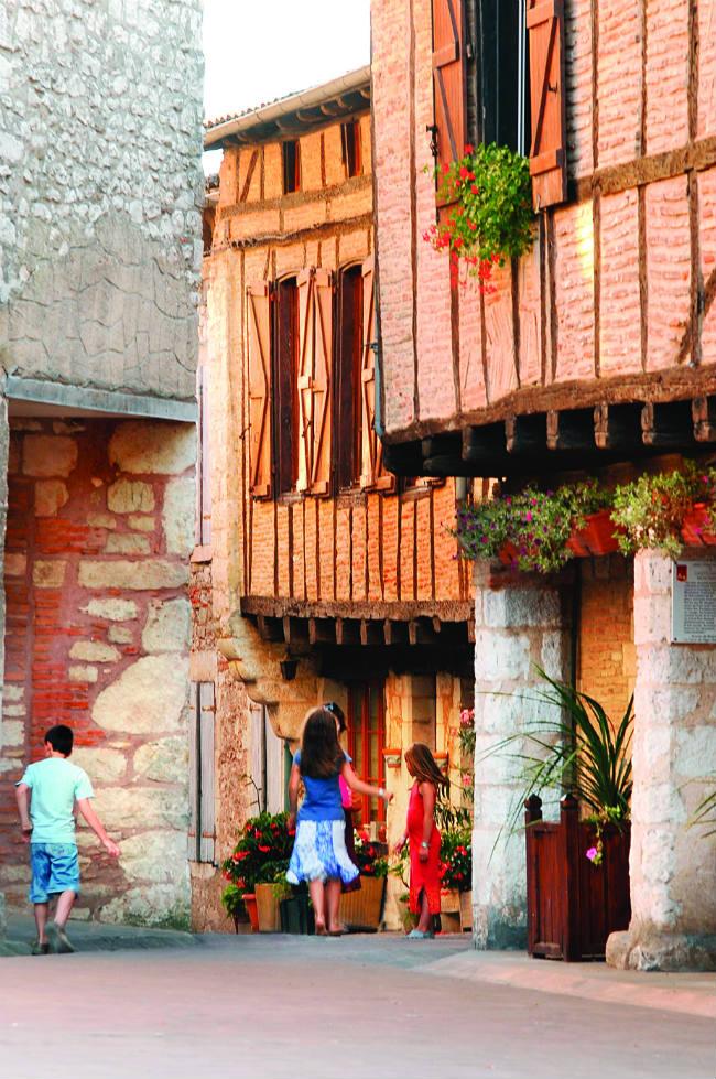 ancient houses in Castelnau de Montmiral