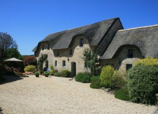 Thatched cottage in Brittany
