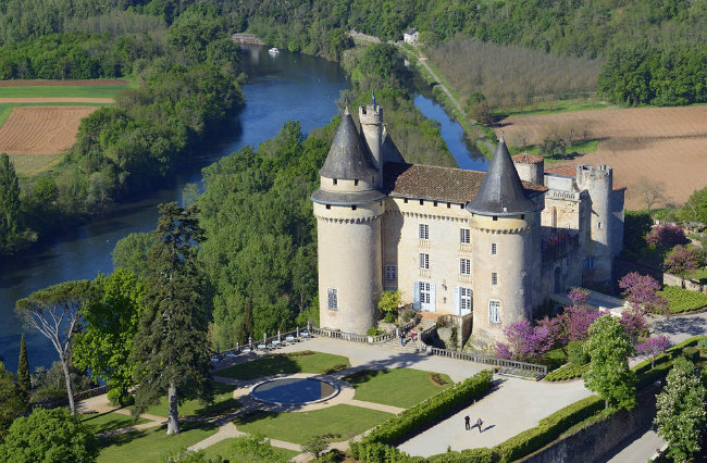 Where to stay near cahors chateau de mercu s for Chateaux in france to stay