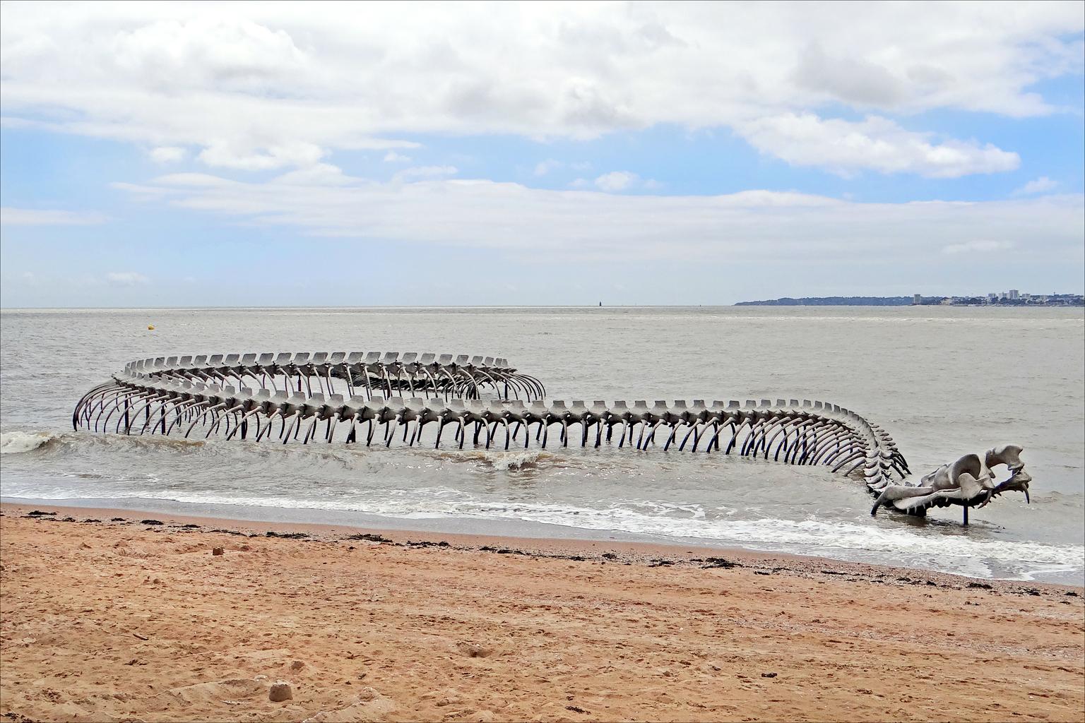 Huan Yong Ping, Le Serpent d'océan (Estuaire de la Loire) ©Jean-Pierre Dalbéra.