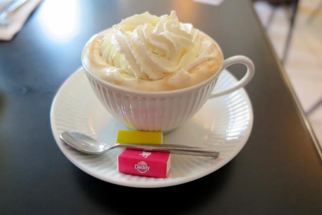 A chocolat chaud from tea salon Les Délices de Joséphine