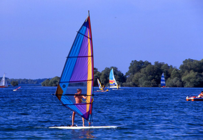 Windsurfing on the lake d'Orient