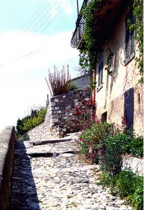 Steep stone pathway by Crabchick/Flickr