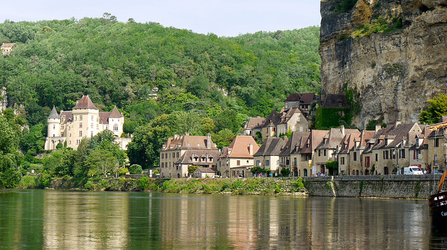 P1000303 La Roque-Gageac, le Château de Malartrie by Marie Thérèse Hébert & Jean Robert Thibault/Flickr