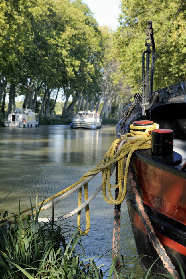 Dock your boat on the Grand Bief of the Canal du Midi