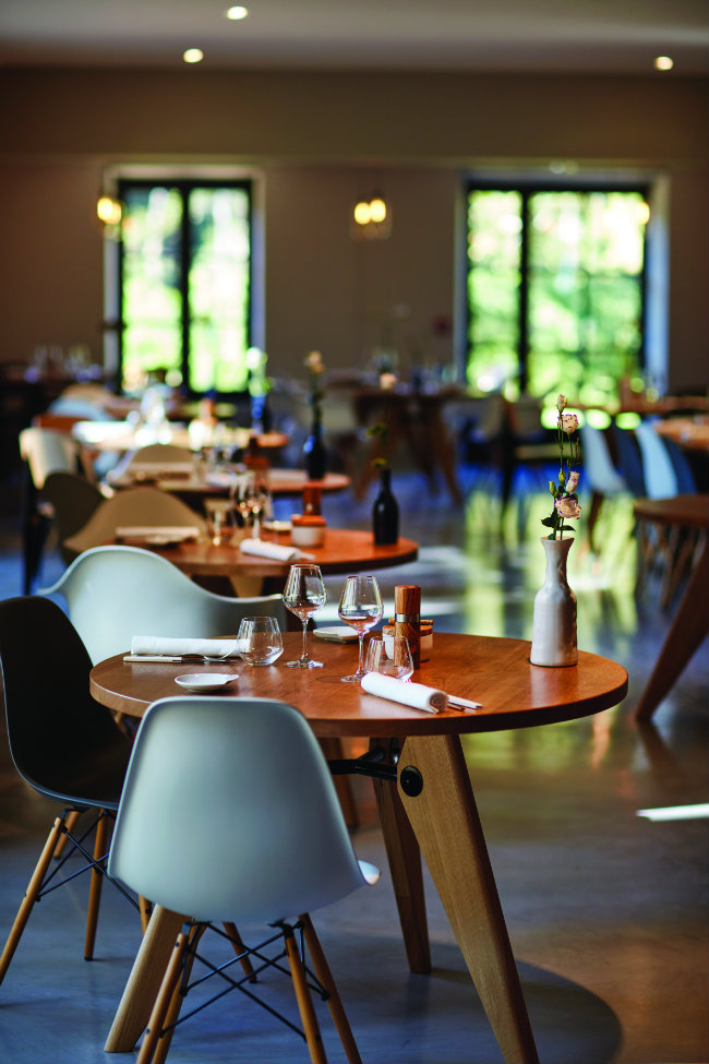 Where to eat in provence le champ des lunes at domaine de fontenille - Le domaine de fontenille ...