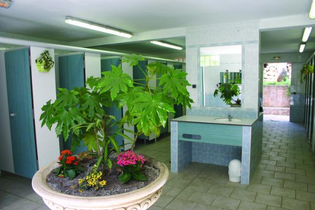public washrooms at Camping Les Pinèdes at Colle-sur-Loup;