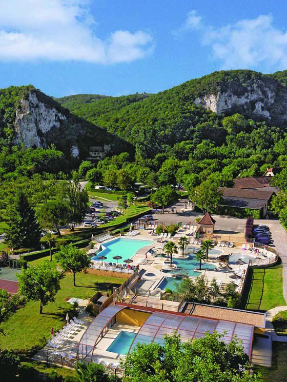 sunny scenes at La Soleil Plage Vitrac in the Dordogne