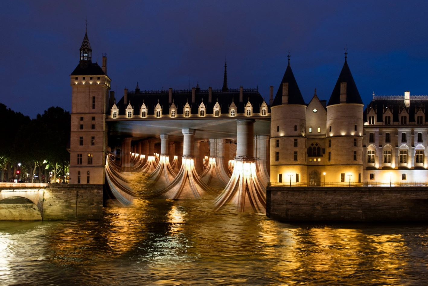 Pierre Delavie, Love Overflows, Conciergerie, Paris. simulation of the project for Paris Nuit Blanche 2016, courtesy of the artist