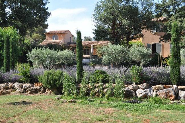 Provence travel the jewels of st maximin la sainte baume for Cash piscine saint maximin