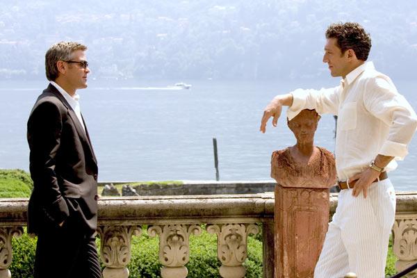 """Vincent Cassel and George Clooney in """"Ocean's Twelve."""""""
