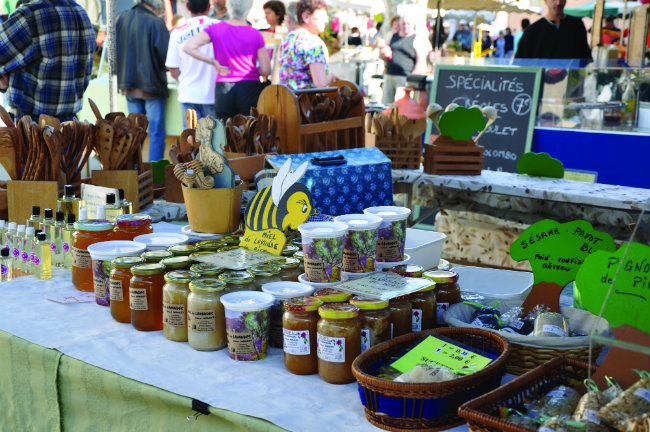 Local honey on sale at Forcalquier market