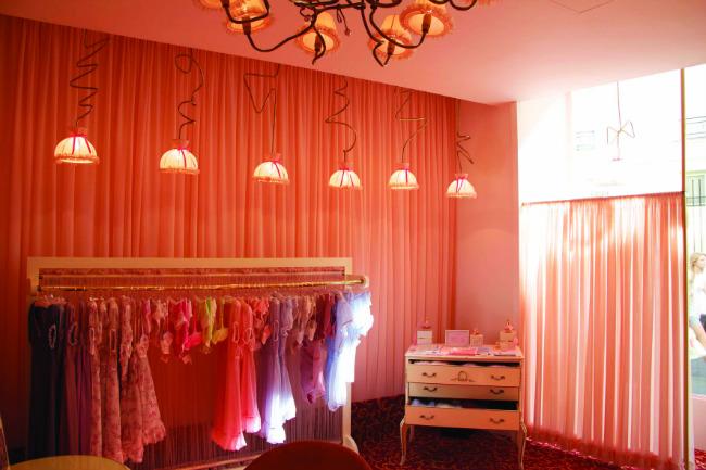 Fifi Chachnil lingerie shop