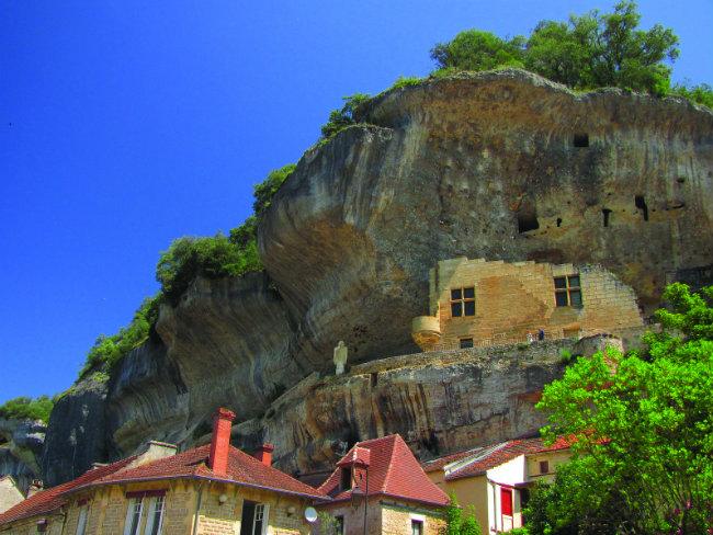 Rock cliffs in the Dordogne