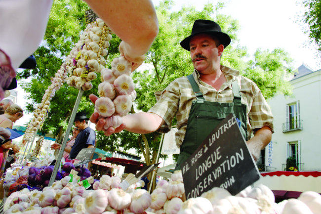 The garlic fair in Tours takes place every year in July