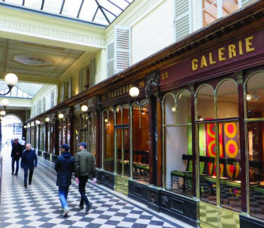 Shoppers in the Galerie Véro-Dodat