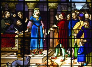 Stain glass window with Eleanor of Aquitaine.