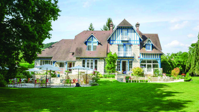 Where to stay and eat in normandy hotels and restaurants for Restaurant le jardin mazargues
