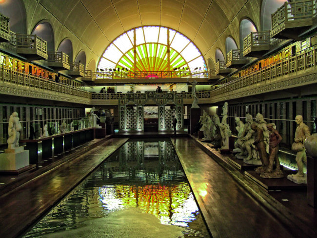 City breaks lille capital of hauts de france travel in for Piscine de lille