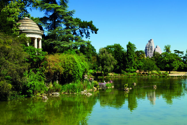 Exploring the Magnificent Bois de Vincennes in Paris