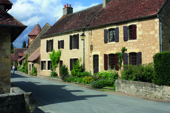 Travel in france the 12 most iconic sites of the berry for Apremont sur allier jardin