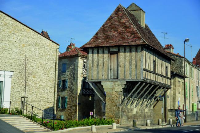 3d1c869943c802 A half-timbered house in Périgueux. Photo  Gilbert Alban  CRTA-L eschif de  Creyssac