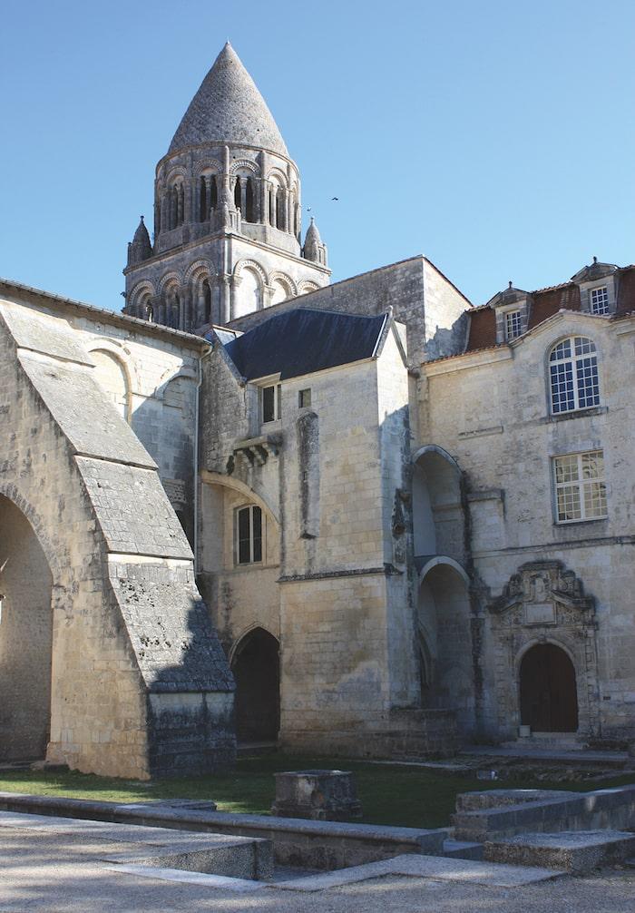 Saintes-Abbaye-aux-Dame
