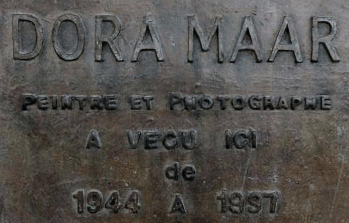 commemorative plaque marks Maar's Ménerbes home
