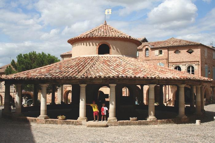Auvillar market square