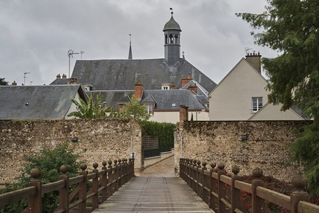Explore the town of Sully-sur-Loire via this inviting bridge.