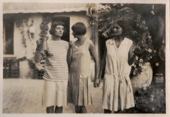 Lois, Betty Simpson & Helene at La Colombe d'Or July 1929