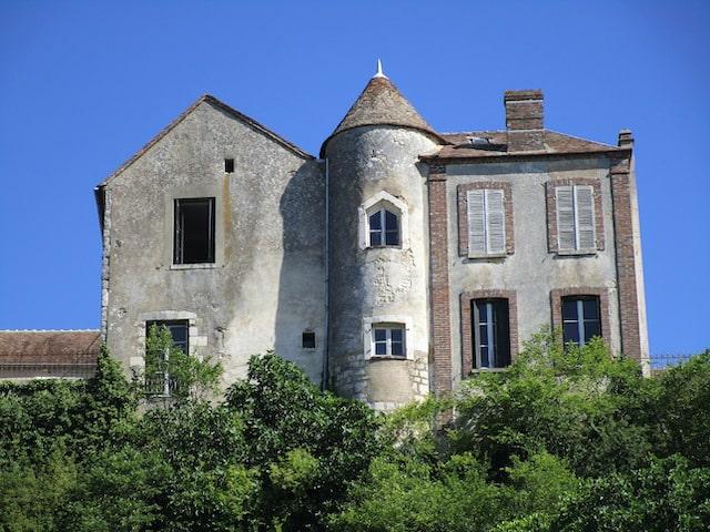 Stunning buildings in Paris Montargis