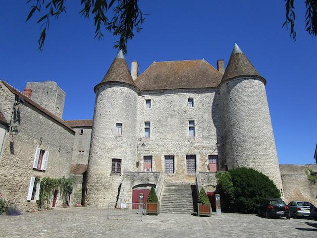 Chateau building