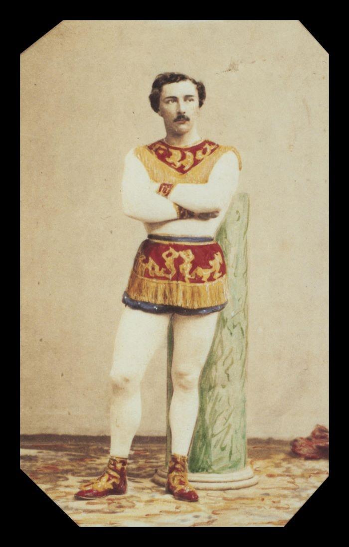 Photographie sépia 300dpi coloriée à la main de Jules Lyotard.  fin du XIXe siècle.