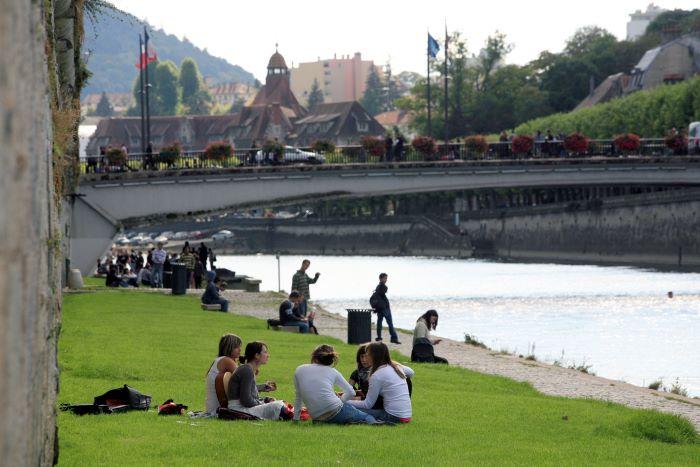 Canaux-Bourgogne-Saone-Besancon-rive-du-Doubs-45898©Besancon Tourisme et Congres