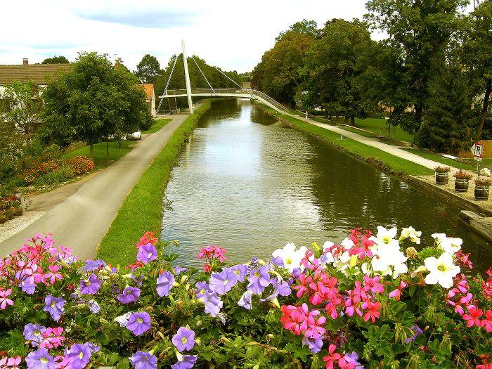 Canaux-Bourgogne-Saone-Saint-Leger-sur-Dheune-vue-pont-canal-46575©CroisiEurope