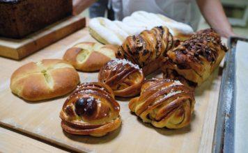 The students create organic breads at Thomas Teffri-Chambelland's school