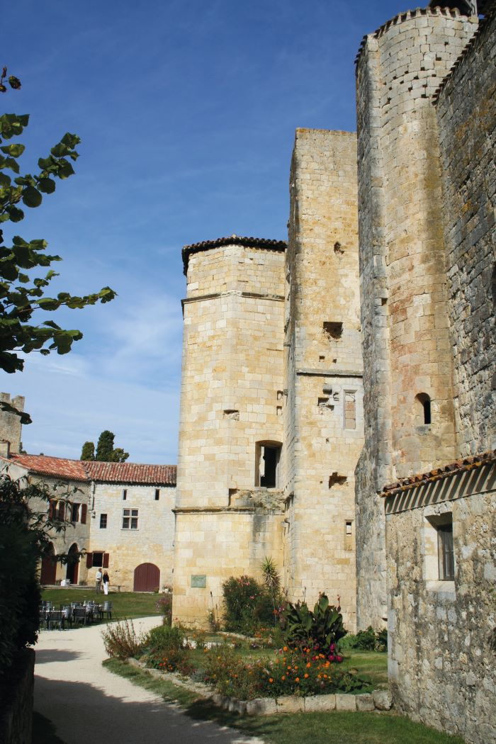 Larressingle, nicknamed the 'little Carcassonne of the Gers'
