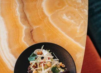 La Riviera in Paris serves food which will please vegans and meat-eaters alike