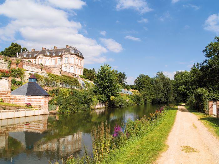 Château de Long, a pink brick and white stone beauty;