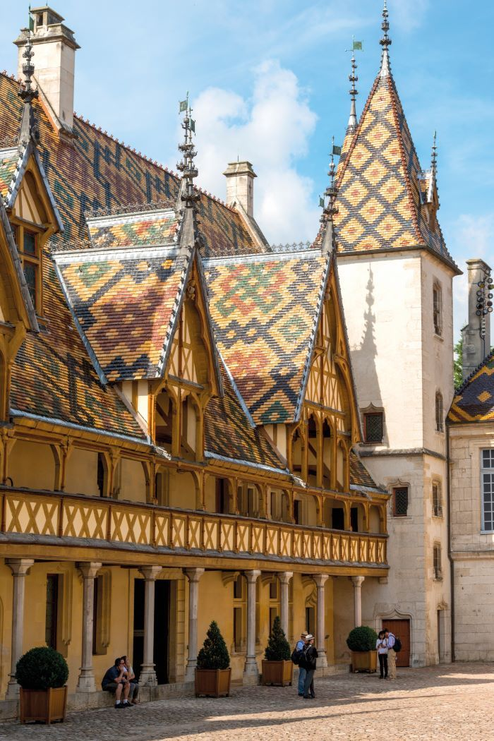 The iconic Hospices de Beaune with its famous roof tiles (Photo Alain Doire, Bourgogne-Franche-Comté Tourisme