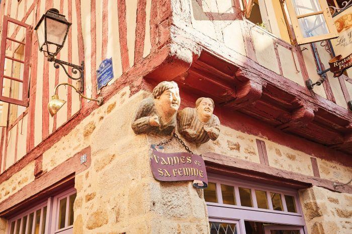 Historic Sculpture Vannes et sa Femme -CREDIT A.Lamoureux - Golfe du Morbihan Vannes tourisme
