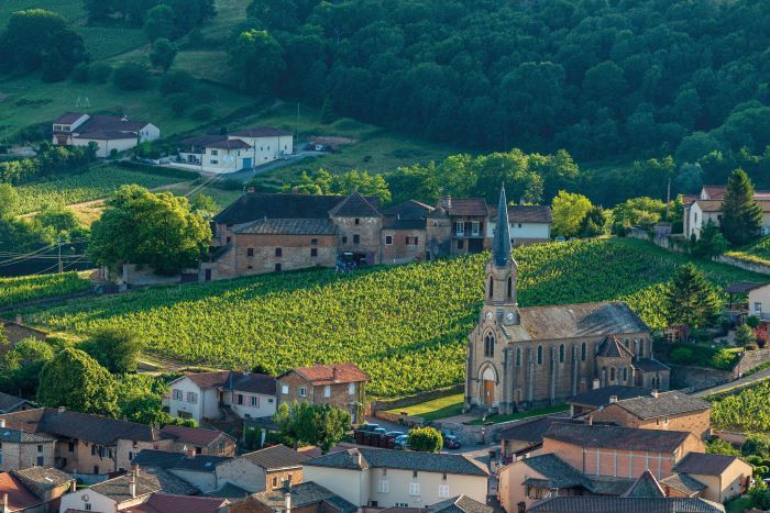 The picturesque surrounds of Vergisson in southern Burgundy (Photo BIVB, Michel Joly)