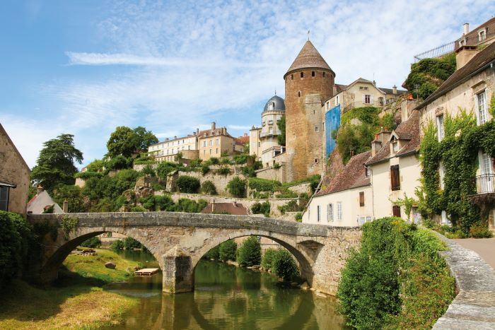 The castle and Pont Pinard over the river Armançon in Semur-en-Auxois