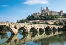 The view across the Old Bridge over the Orb river to the Cathedral of Saint-Nazaire in Béziers