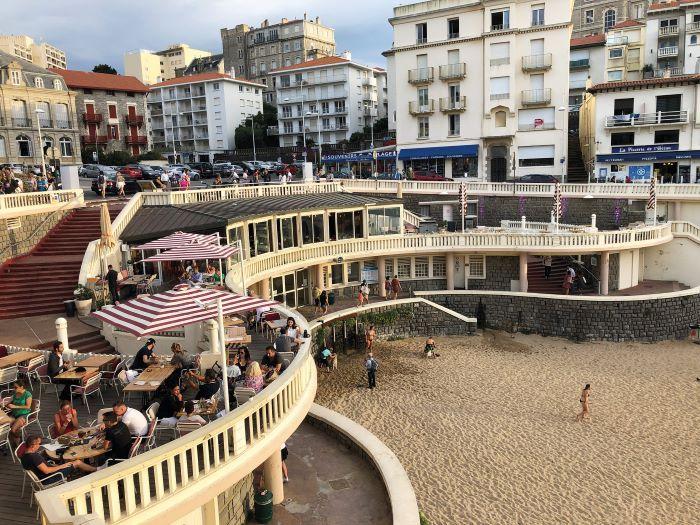 Terrace tables at Arena, Biarritz © Gillian Thornton